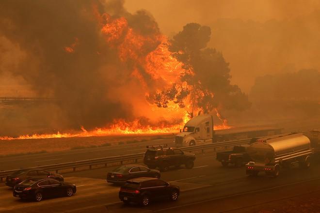Cháy rừng ở ngoại ô thành phố Vacaville, bang California REUTERS